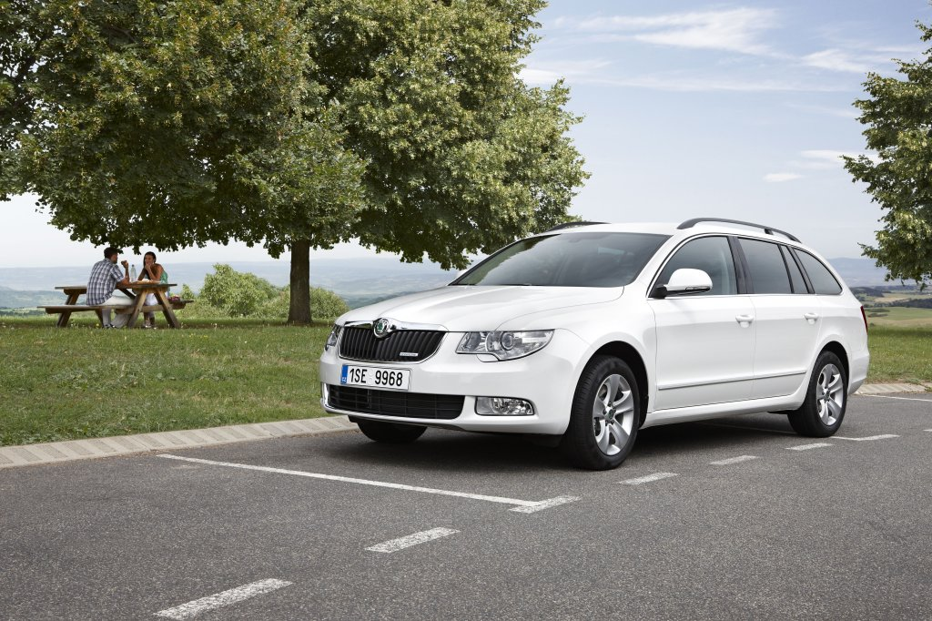 Skoda Superb Combi Review Test Drives Atthelights