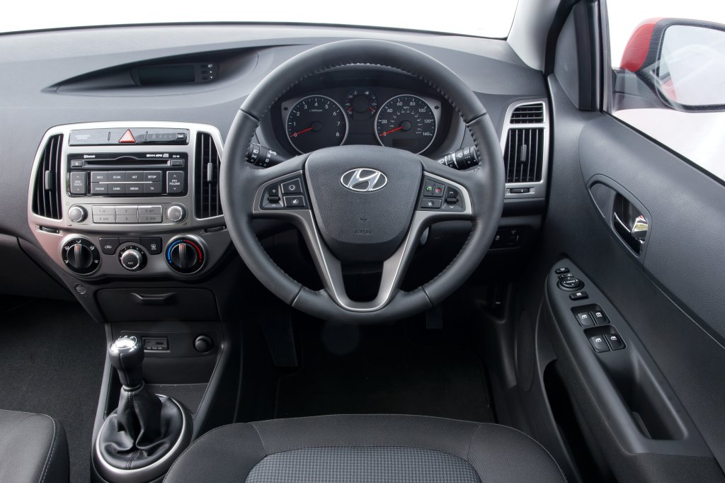 Hyundai i20 review test drives - Hyundai i20 interior ...