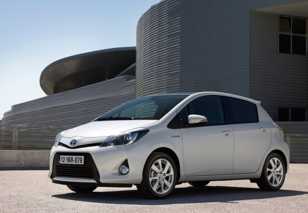 Toyota yaris hybrid first drive for Exterior accessories toyota yaris
