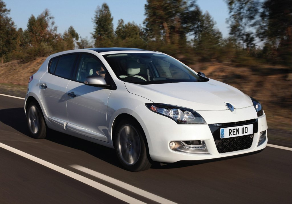 2013 Renault Megane GT Line exterior front right dynamic