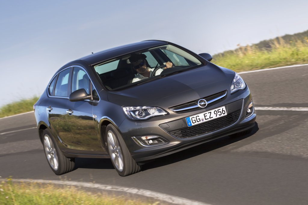 opel astra review test drives. Black Bedroom Furniture Sets. Home Design Ideas