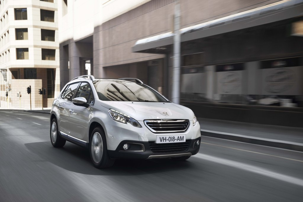 2013 Peugeot 2008 exterior dynamic front