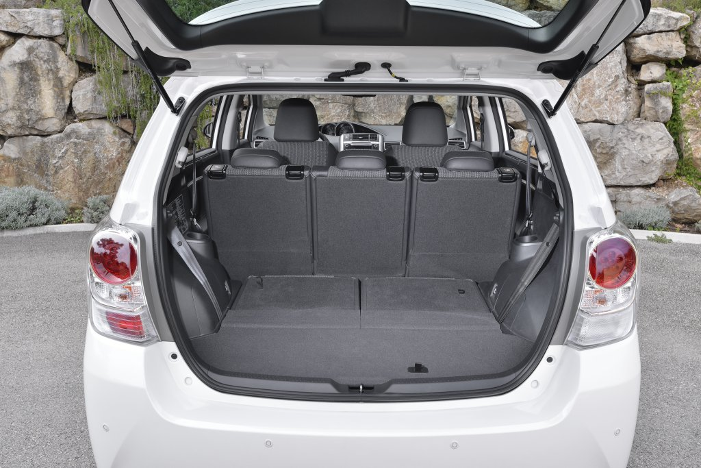 ברצינות Toyota Verso Review | Test Drives | atTheLights.com EH-69