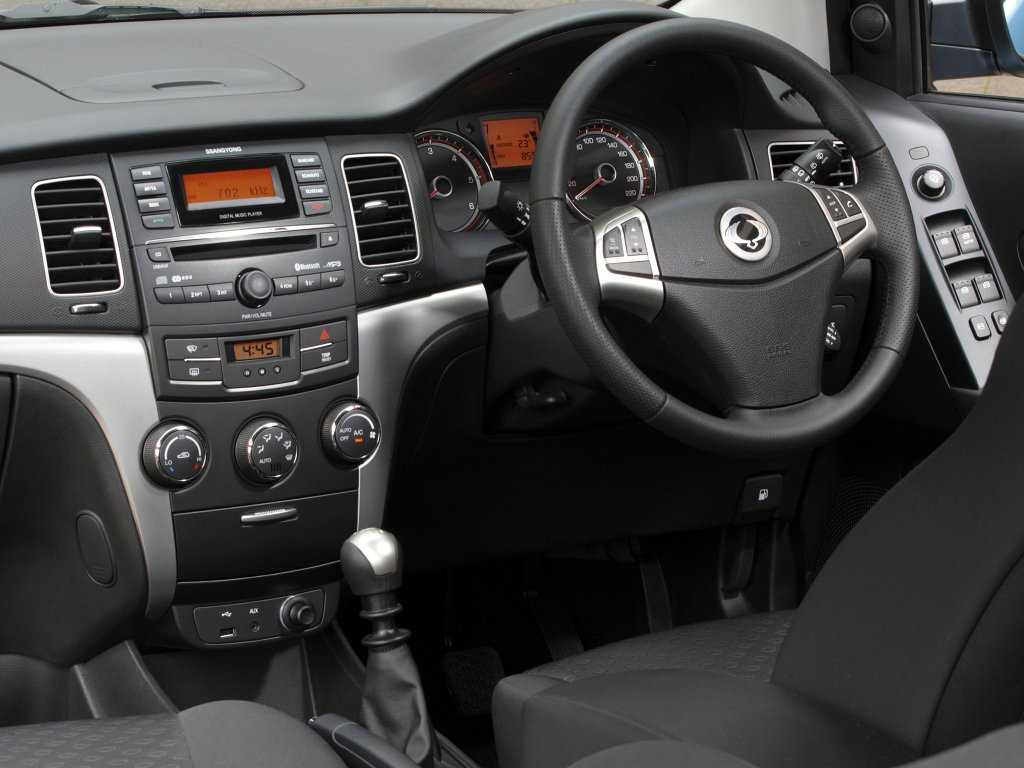 Ssangyong korando review test drives for Ssangyong rodius interior