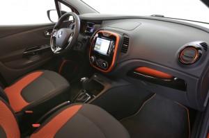 2013 Renault Captur interior cockpit