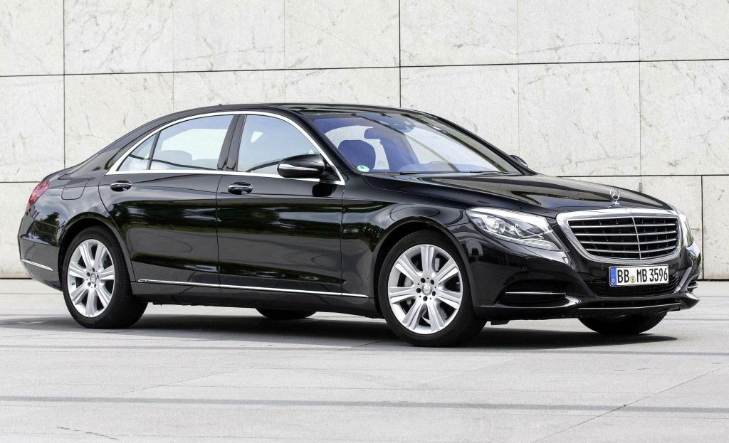 mercedes benz s class first drive. Black Bedroom Furniture Sets. Home Design Ideas