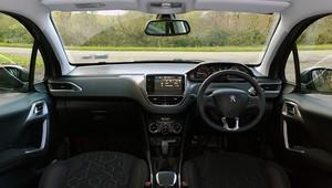 2014 Peugeot 2008 interior cockpit
