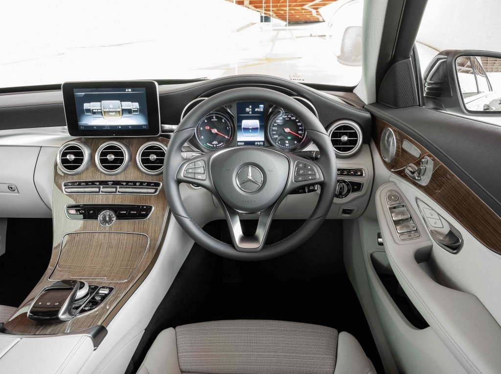 Mercedes benz c class coupe 2014 interior for Mercedes benz interiors
