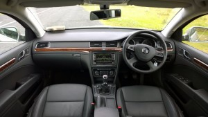 2013 Skoda Superb Combi interior cockpit