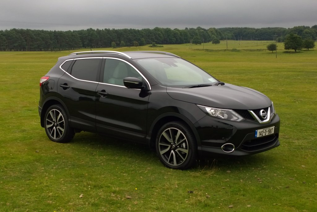 nissan qashqai review test drives. Black Bedroom Furniture Sets. Home Design Ideas