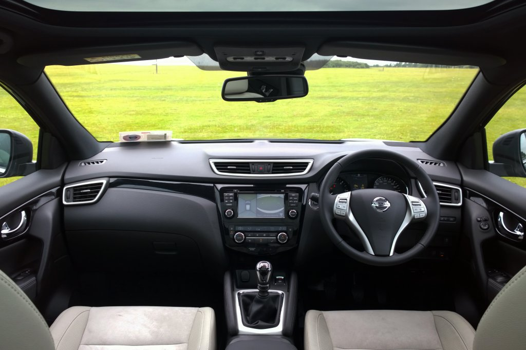 Nissan qashqai review test drives for Interior nissan qashqai