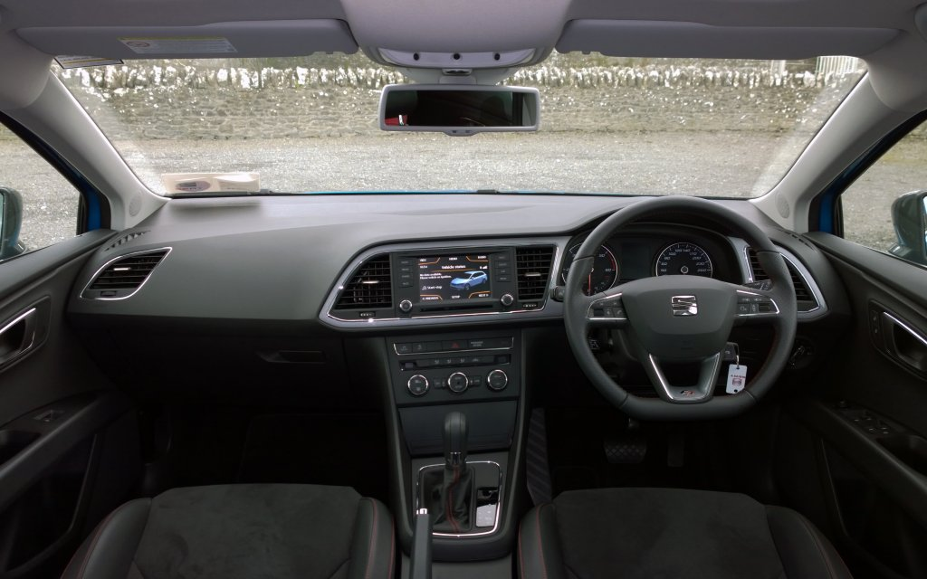 Seat leon st fr review test drives for Seat leon interior