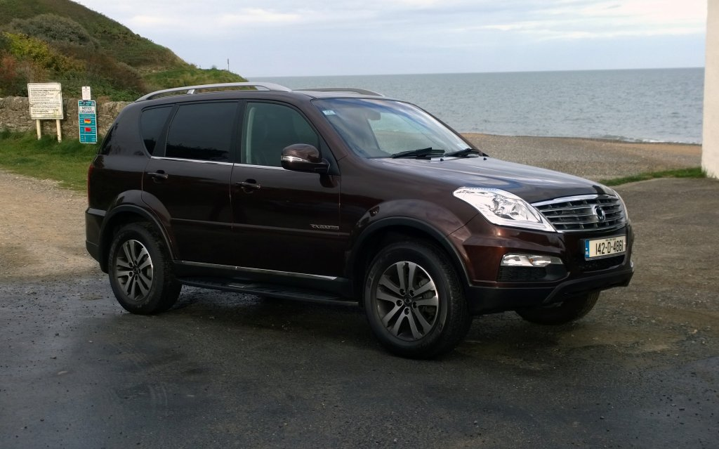 2014 SsangYong Rexton W exterior front right static