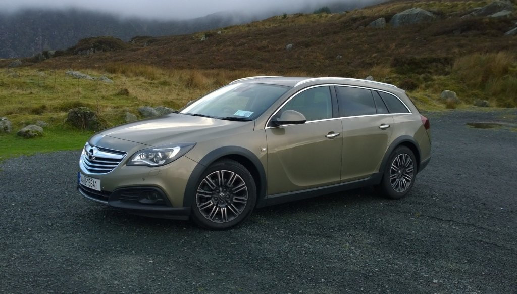 2014 Opel Insignia Country Tourer exterior front left static