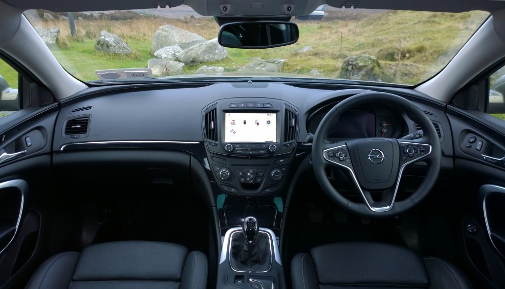 Opel insignia country tourer review test drives for Interior opel insignia 2015